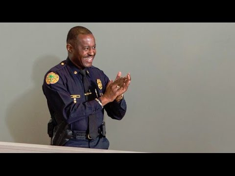 Ferguson swears in black police chief