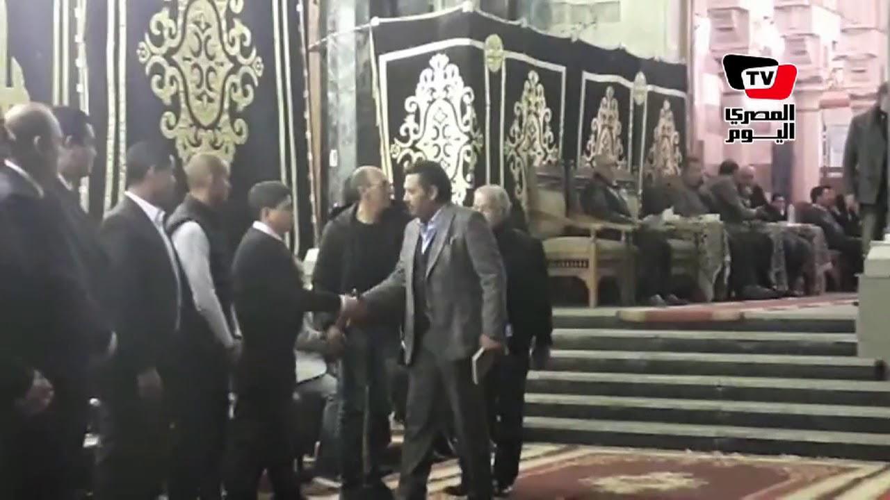 المصري اليوم:«شريف منير وأبو راية وعمرو الليثى» في عزاء والد صابرين