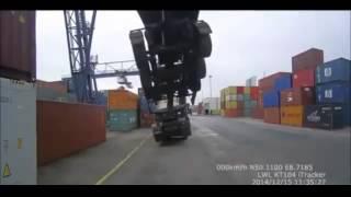 トレーラーごと海コンを持ち上げる事故 thumbnail