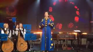 да она бухая!    жена Порошенко опозорилась, открывая  Евровидение
