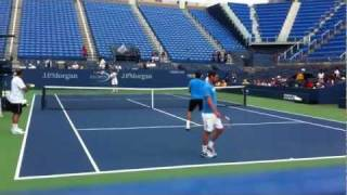 Roger Federer practicing at 2011 U.S Open