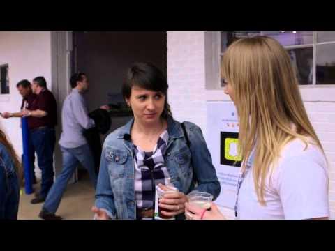 Durch die Nacht mit AustinSpezial  Emily Best & Hannah Cheesman
