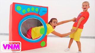 Vlad và Niki giả vờ chơi máy giặt