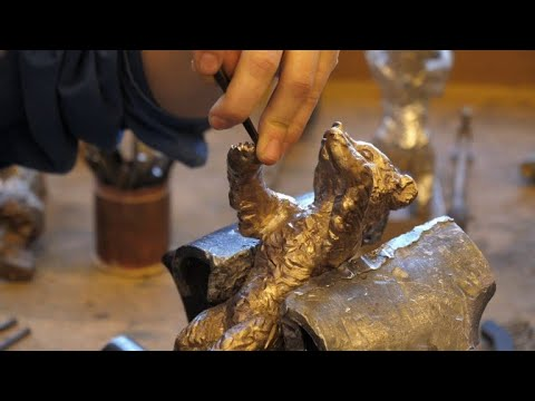 Sculptors prepare Berlinale's prestigious bear trophies