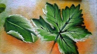 Pintando vários tipos de folhas em tecido