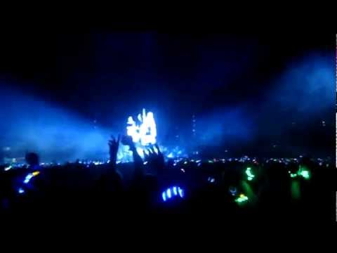 Coldplay Mylo Xyloto  in Sydney  Allianz stadium- Hurts like heaven