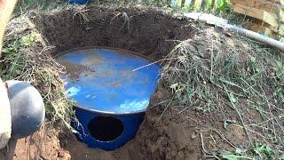 видео Бочка под канализацию: какая лучше - пластиковая или металлическая, как закопать?