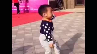 Niño con ritmo en la sangre