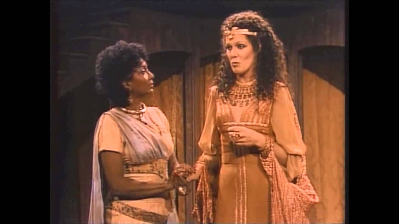 an analysis of the speech from act scene 2 of the play antony and cleopatra by william shakespeare A live on tape (made for tv) stage production of william shakespeare's antony and cleopatra starring timothy dalton as marc antony, lynn redgrave as queen cleopatra and barrie ingham as enobarbus.