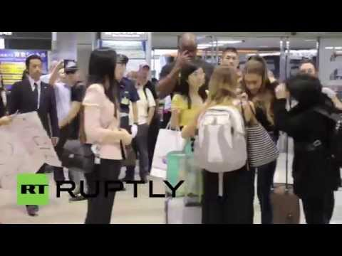 Japan: Ariana Grande whips atics into frenzy at Tokyo airport