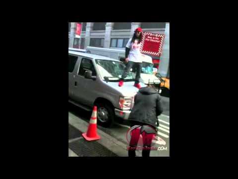 Lil Jon Selling Pizza in New York For Celebrity Apprentice