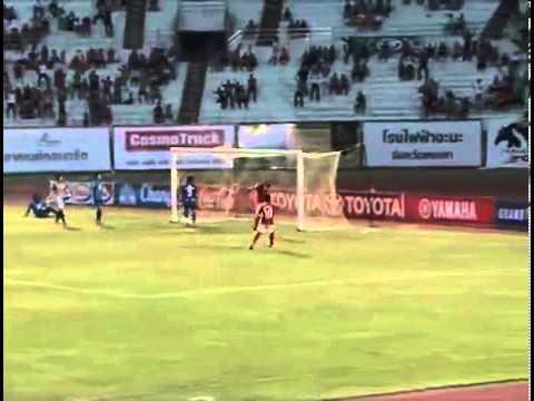 ดูบอลสด ไฮไลท์ไทยพรีเมียร์ลีก 2013 สงขลา 1 -1 ชลบุรี