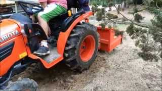 Repeat youtube video Kubota B1820 Changing implements