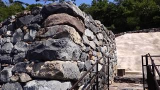 中大兄皇子が唐と新羅の侵攻に備え築かせた古代山城のひとつで、667年に...