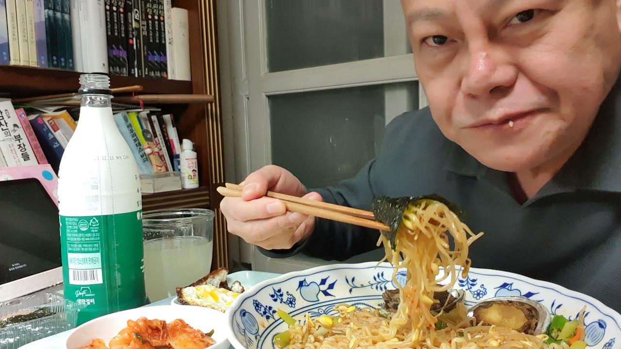 흑수돌 전복 콩나물 라면맛이 빵빵(막걸리) #김학철먹방 Mukbang eating show Hot 🔥 Spicy Ramen