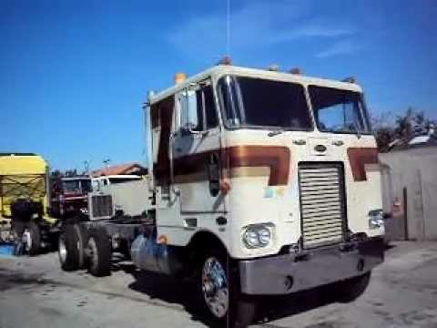1970 352 Peterbilt loud detroit 8v71 no pipe