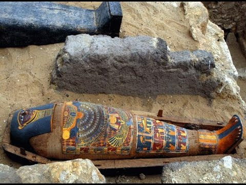Mummies Discovered In Ancient Tomb Near Egypt's Luxor ..!!!