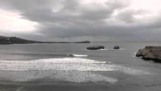 Playa de Islares y arenillas, ballena de Sonabia al fondo