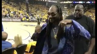 Snoop Dogg Turns Up With Fans at Cavs vs Warriors!!