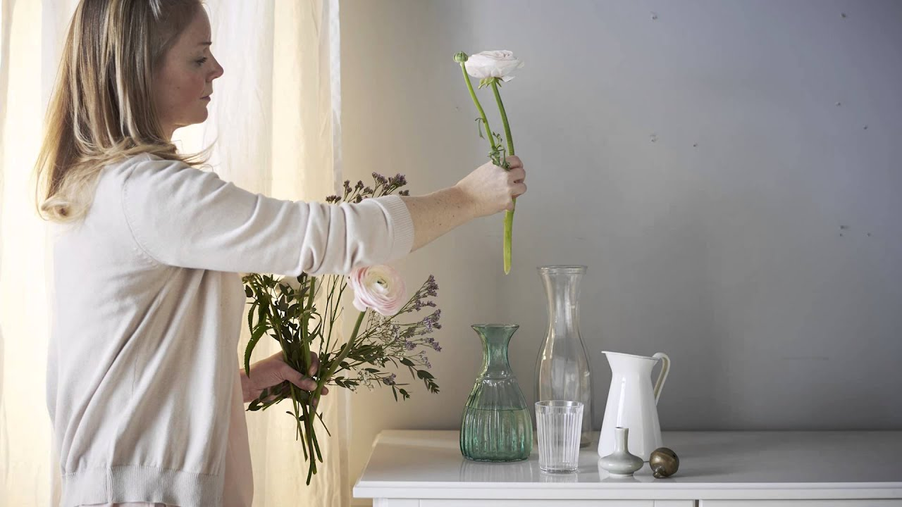 Secrets of a stylist: Decorating with vases