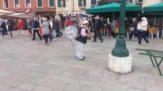 ARTISTA DI STRADA FENOMENALE A VENEZIA 20-10-2013
