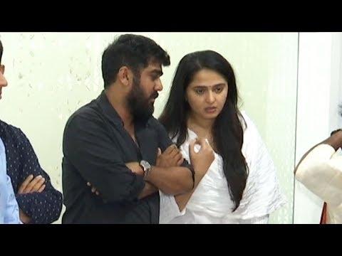 Actress Anushka Shetty @ Director Kodi Ramakrishna's House | Manastars