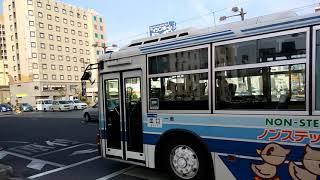 大雲寺交差点を通過した前方の岡山行き岡電バス