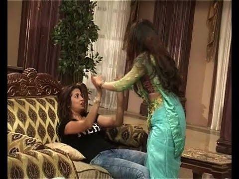 Tumhari Pakhi : Tanya plans to kill Pakhi - IANS India Videos