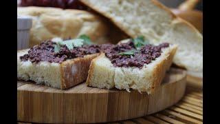 Дачный хлеб с соусом Тапенада