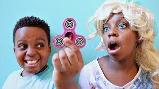 Fidget Spinner vs Shiloh and Shasha! - Onyx Kids