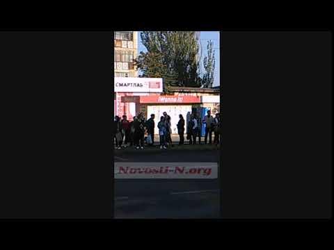 Новости-N: На остановках в Николаеве с утра снова выстроились длинные очереди на маршрутки