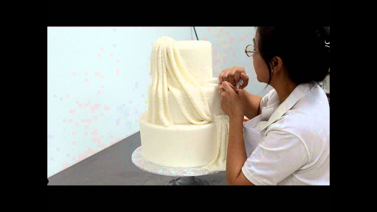 Wedding cake piping - Clear piping design on wedding cake