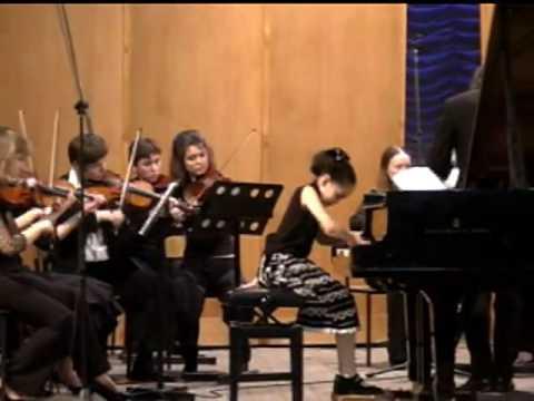 Kanon Matsuda : 松田華音 @ 8 y o   Bach   Piano concerto in F minor 1st mov