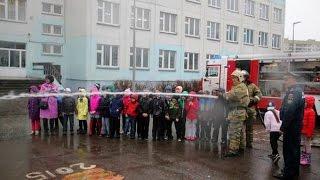 Пожарный сабантуй в любую погоду(Ни дождь, ни слякоть не смогли помешать пожарному сабантую, который состоялся на территории казанской школ..., 2016-04-22T14:14:27.000Z)