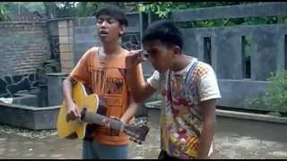 2 IDIOT   Nyanyian Kode