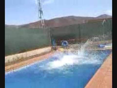 Como vaciar una piscina youtube for Como gunitar una piscina