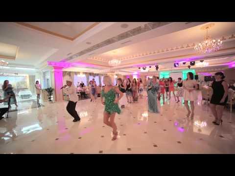 Видео, Танцевальный дуэт из Ставрополя устроил красивый флешмоб на свадьбе