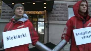 Stoppa Sveriges kolkraftverk - Greenpeace aktivister dumpar 18 ton kol framför Rosenbad