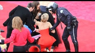 Jennifer Lawrence Trips At Oscars 2014 + Funniest Moments! (MASHUP) thumbnail