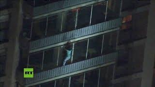 Spiderman Escapa De Incendio Descendiendo Por Edificio En EE.UU.