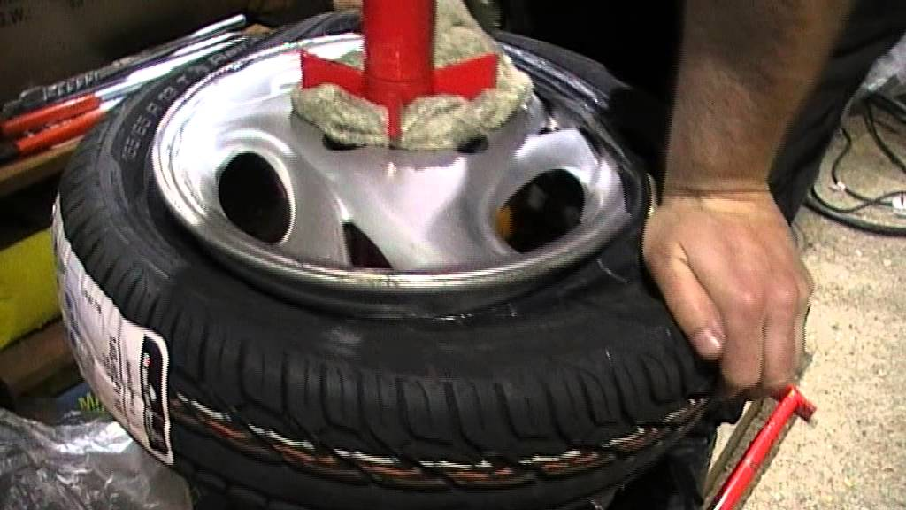 how to change a car tyre at home