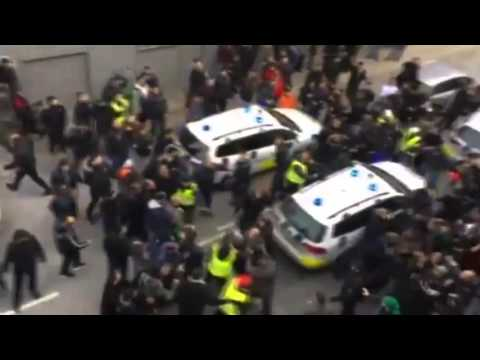 Muslims attack cop car in Copenhagen