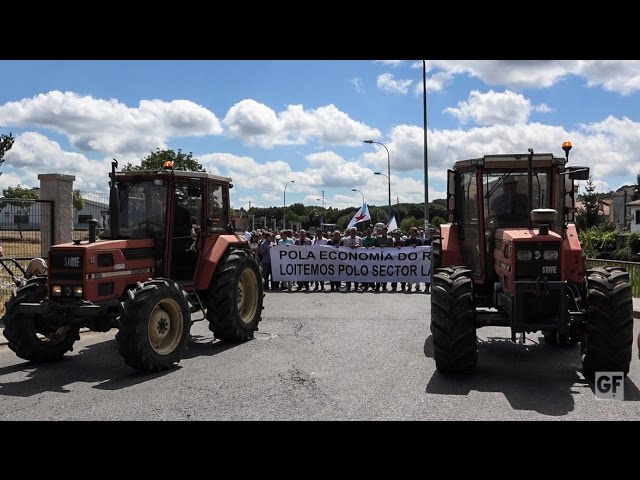Tractorada en Chantada polo futuro do sector lácteo