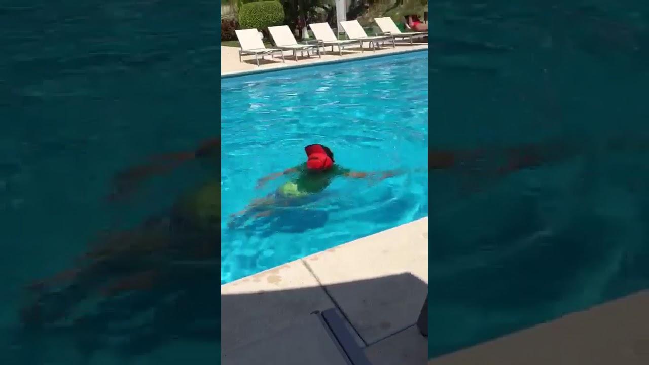 Andrecito en la piscina youtube for Piscinas ramirez