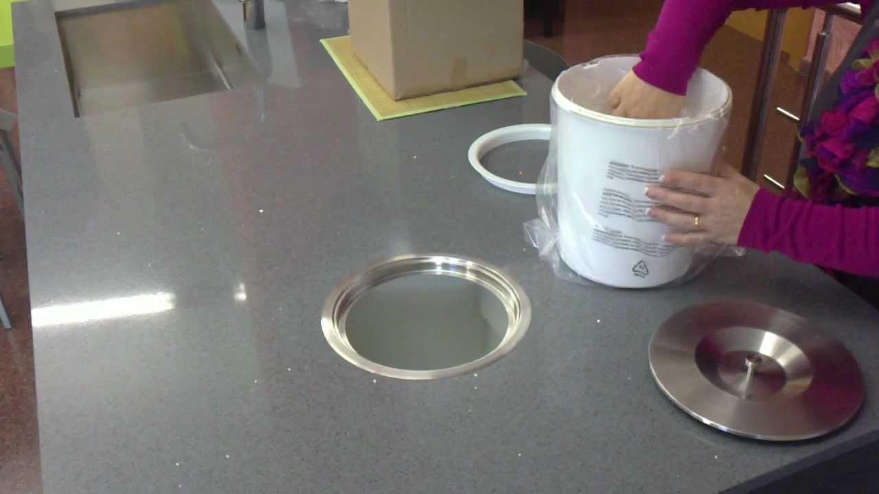 Cubo de basura empotrado en la bancada de la cocina como for Bote utensilios cocina