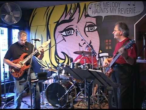 Andrew MacDonald's Hot Jazz Trio play Chromazone