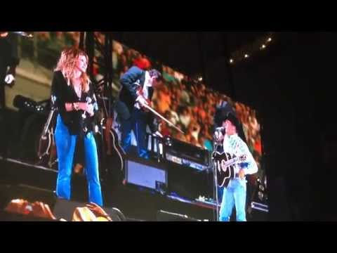 """george-strait-performs-at-his-final-concert-with-faith-hill,-""""let's-fall-to-pieces-together"""""""