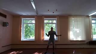 Обучение жонглированию 6-ю мячами.