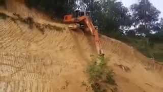 Hitachi excavator operator show off his skills downhill
