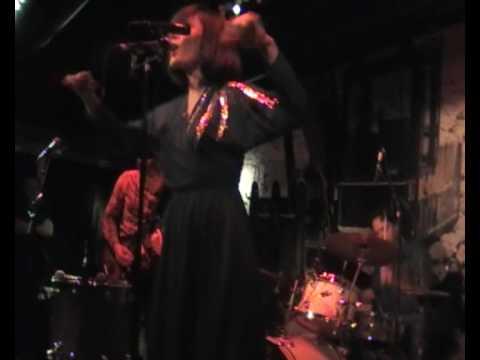 Sarah Blasko - Bird On A Wire, Live at Lilla Hotellbaren, Stockholm 2(9)